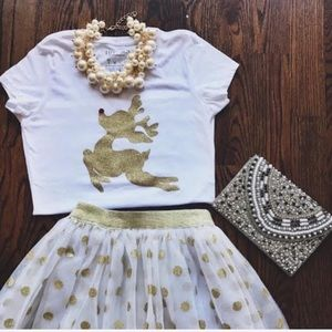 Reindeer gold graphic holiday tee NWT